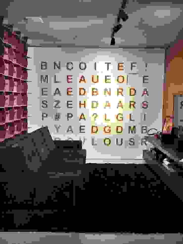 Showroom Joinville Salas de estar modernas por Cembrani móveis Moderno