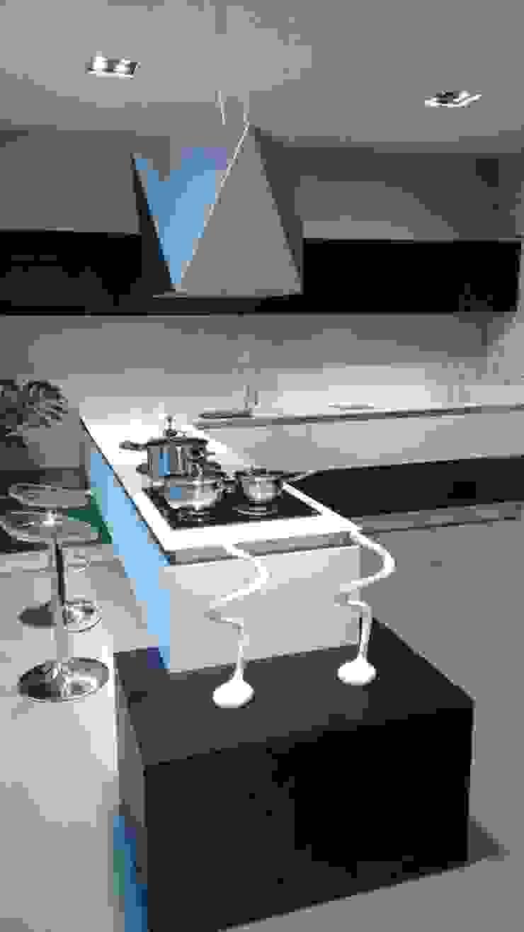 Showroom Joinville Cozinhas modernas por Cembrani móveis Moderno