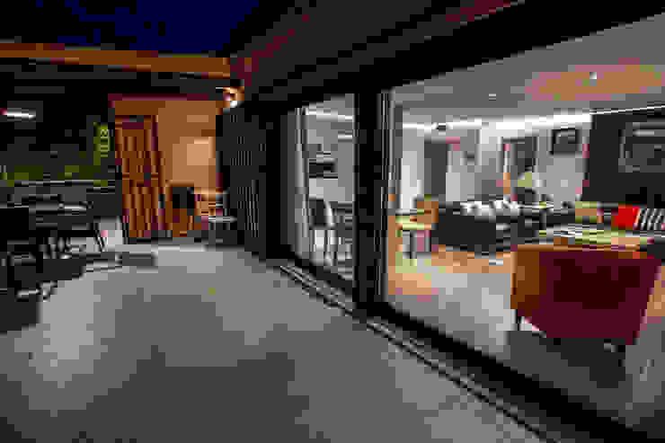 Casa Victoria Balcones y terrazas de estilo moderno de mdm09 arquitectura Moderno