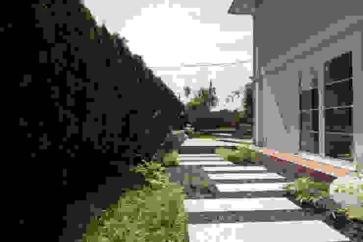 Modern Garden by BEGRÜNDER Modern