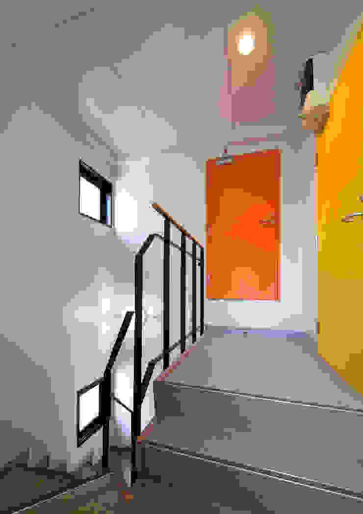 白山の家 モダンスタイルの 玄関&廊下&階段 の プランニングシステム株式会社 モダン
