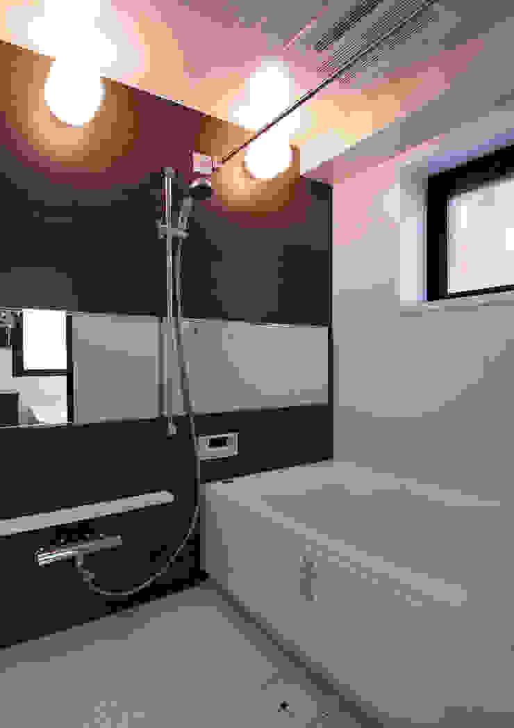 白山の家 モダンスタイルの お風呂 の プランニングシステム株式会社 モダン セラミック