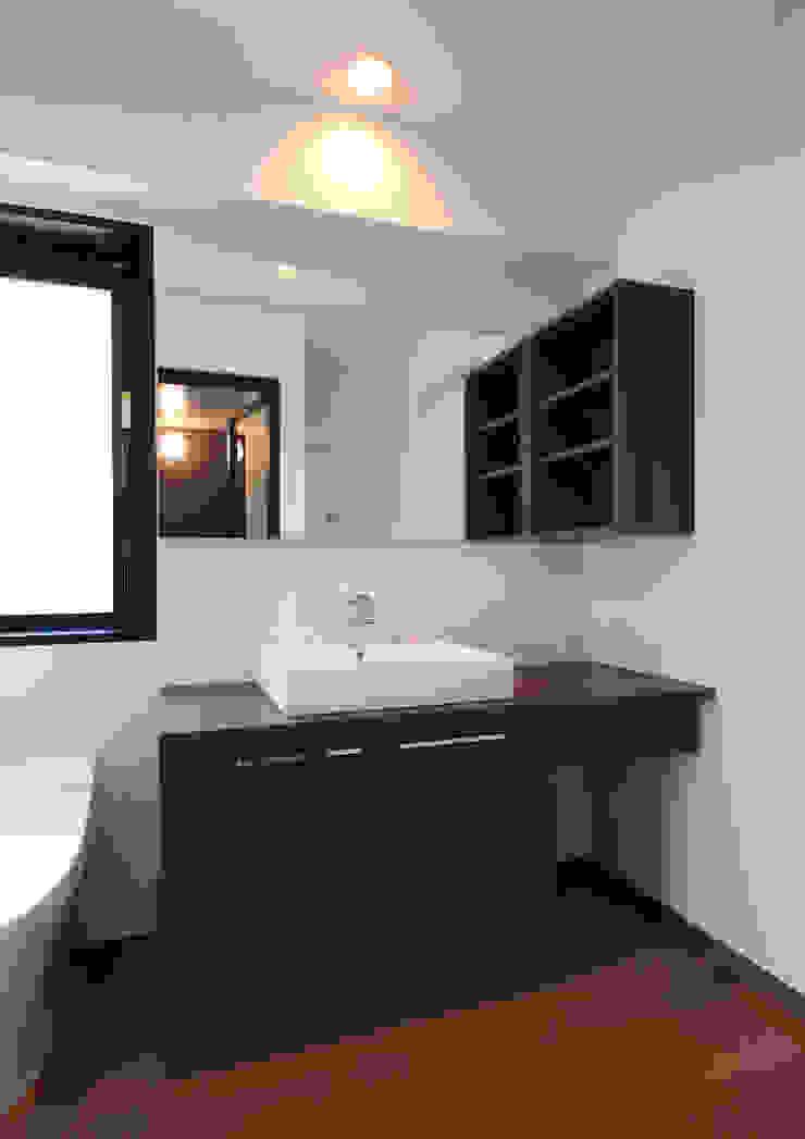 白山の家 モダンスタイルの お風呂 の プランニングシステム株式会社 モダン