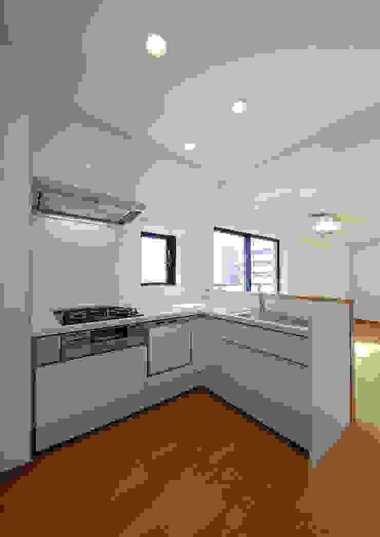 白山の家 モダンな キッチン の プランニングシステム株式会社 モダン 合板(ベニヤ板)