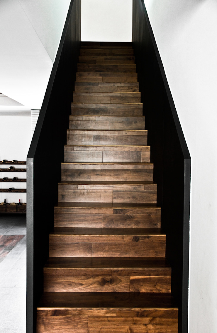 STUDIOROCA Modern Corridor, Hallway and Staircase