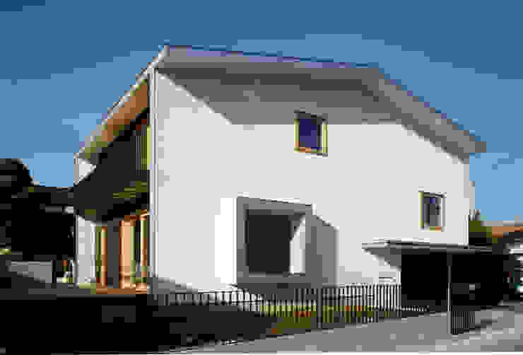 桐山和広建築設計事務所의  주택, 모던