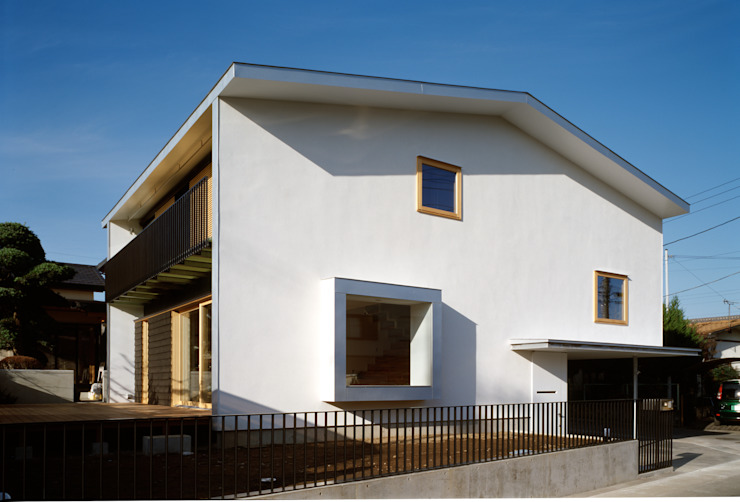 Moderne huizen van 桐山和広建築設計事務所 Modern