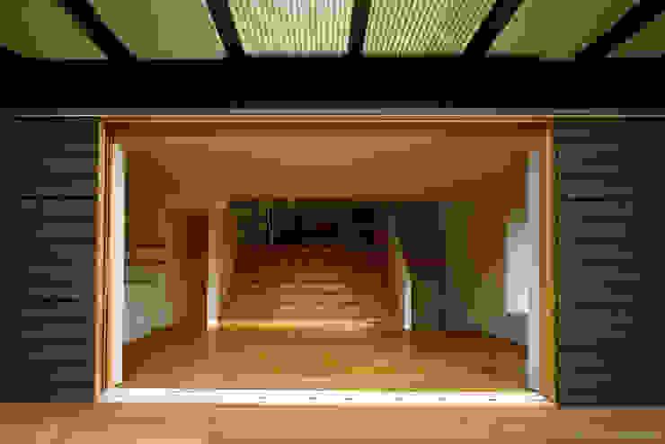Moderne ramen & deuren van 桐山和広建築設計事務所 Modern