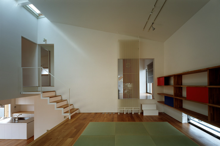 桐山和広建築設計事務所의  거실, 모던