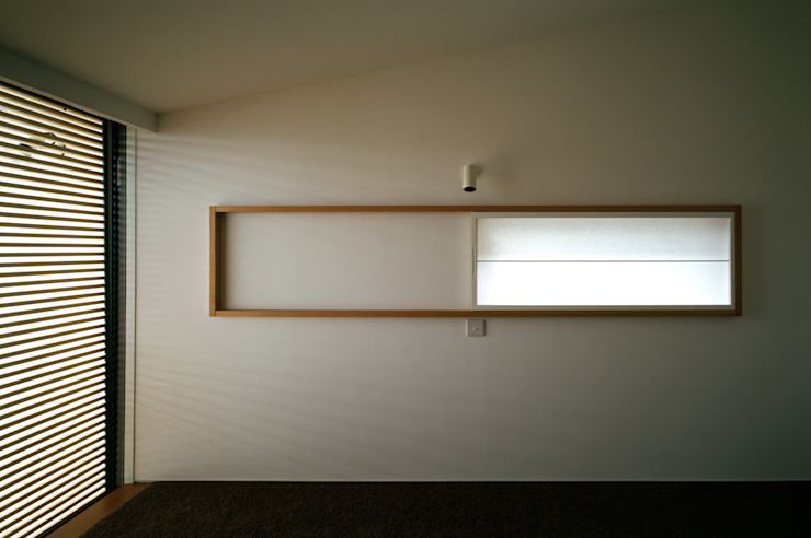 Moderne slaapkamers van 桐山和広建築設計事務所 Modern