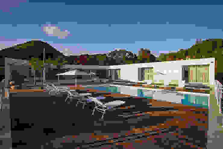 Albercas minimalistas de Monteiro, Resendes & Sousa Arquitectos lda. Minimalista