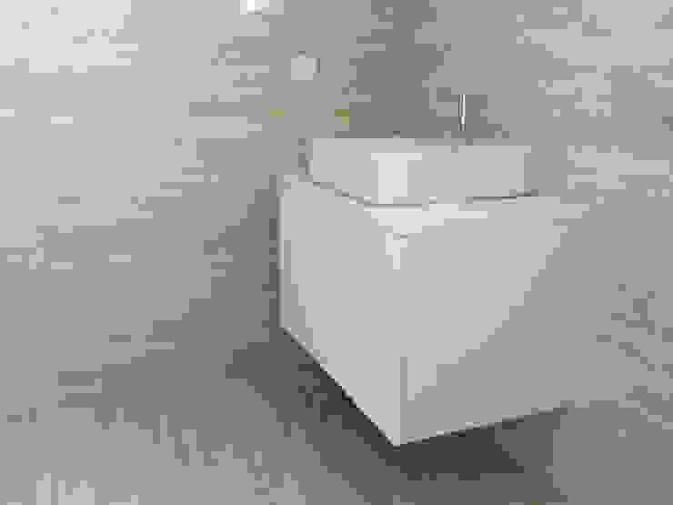 Minimalist style bathroom by KUUK Minimalist MDF
