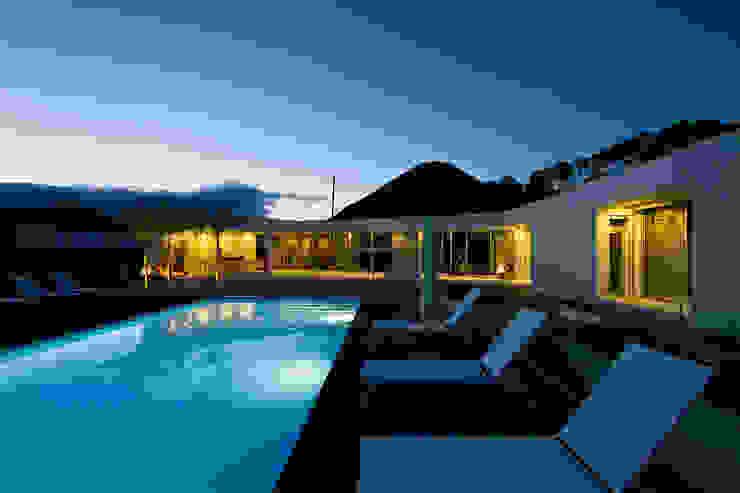 Casa na Caloura Piscinas minimalistas por Monteiro, Resendes & Sousa Arquitectos lda. Minimalista