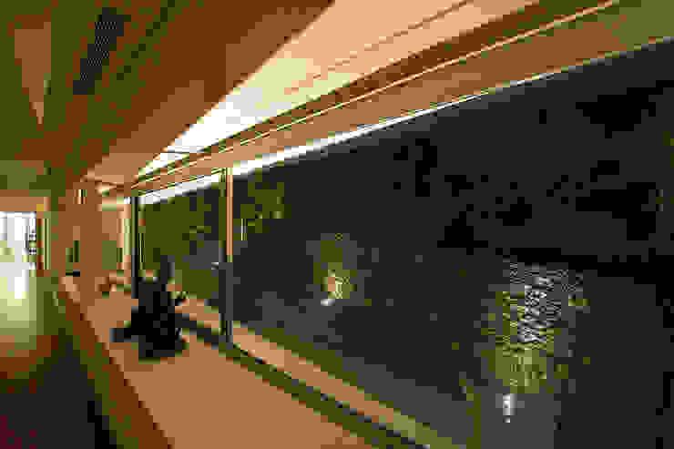 Casa na Caloura Janelas e portas minimalistas por Monteiro, Resendes & Sousa Arquitectos lda. Minimalista