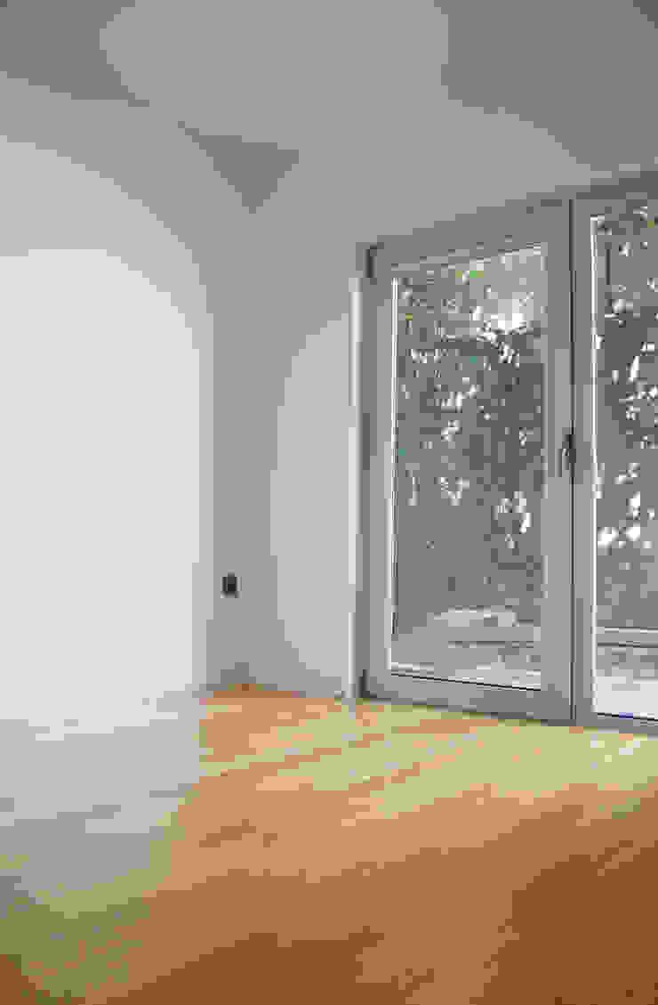 KUUK Modern walls & floors Solid Wood Wood effect