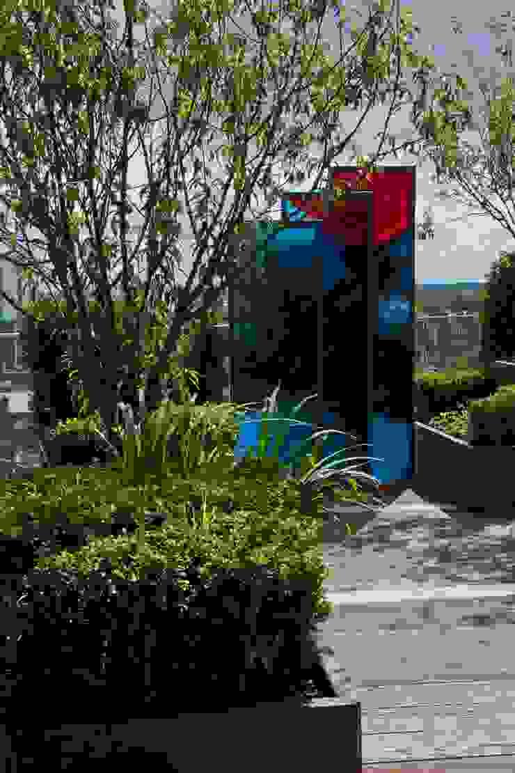 Chelsea Creek - copyright St George Plc Modern garden by Aralia Modern Glass