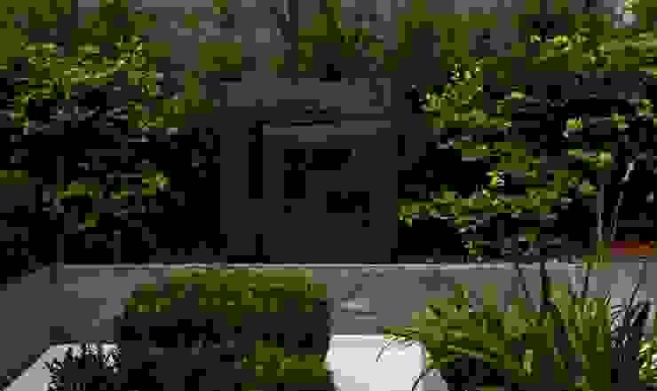 Chelsea Creek - copyright St George Plc Modern garden by Aralia Modern Copper/Bronze/Brass