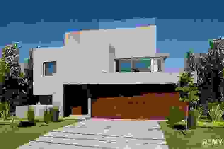 Casa de la Cascada Casas modernas: Ideas, imágenes y decoración de Remy Arquitectos Moderno