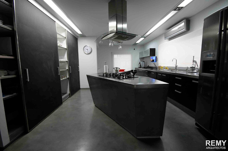 Kitchen by Remy Arquitectos