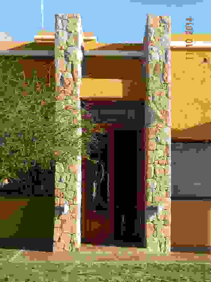 CASA DE CAMPO LOMAS DEL REY Puertas y ventanas modernas de ART quitectura + diseño de Interiores. ARQ SCHIAVI VALERIA Moderno