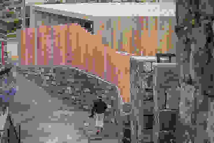 Couloir, entrée, escaliers minimalistes par Monteiro, Resendes & Sousa Arquitectos lda. Minimaliste