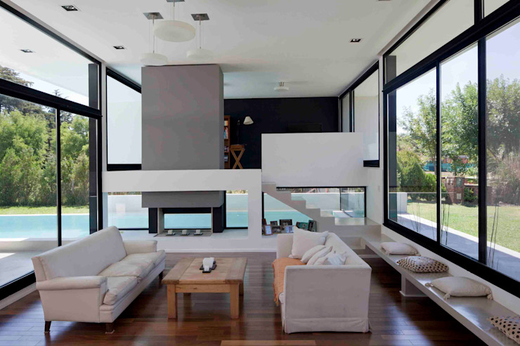 Living room by Remy Arquitectos,