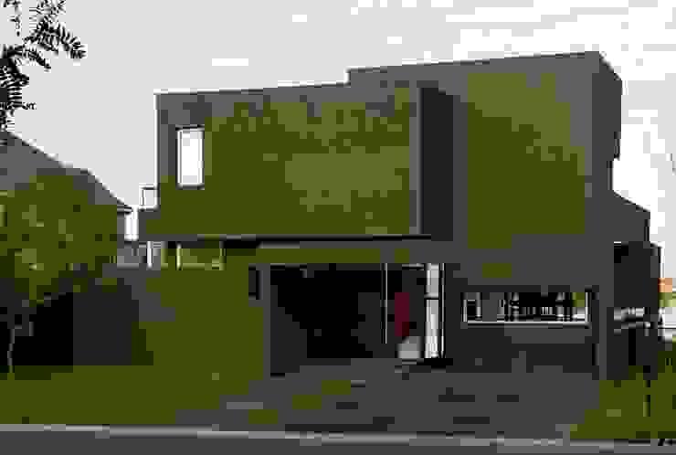 Casa Negra Casas modernas: Ideas, imágenes y decoración de Remy Arquitectos Moderno