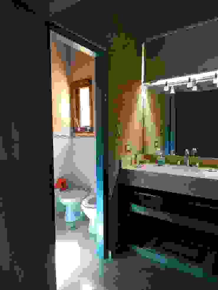 CASA DE CAMPO LOMAS DEL REY Baños modernos de ART quitectura + diseño de Interiores. ARQ SCHIAVI VALERIA Moderno