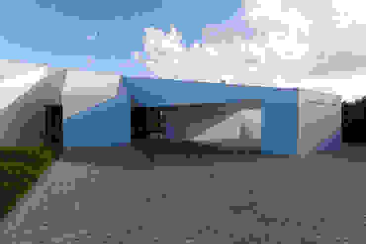 Minimalist house by Monteiro, Resendes & Sousa Arquitectos lda. Minimalist