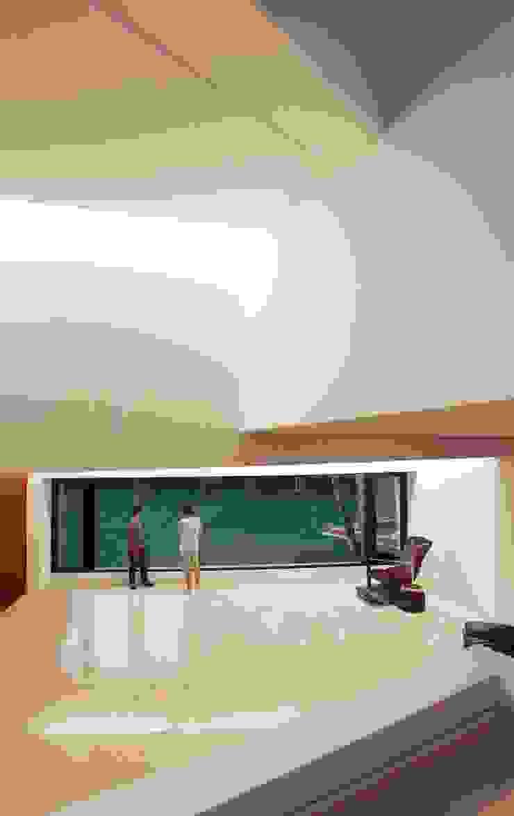 Salon moderne par Remy Arquitectos Moderne