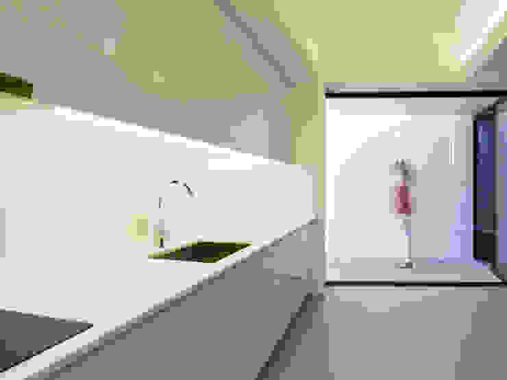 by Monteiro, Resendes & Sousa Arquitectos lda. Minimalist
