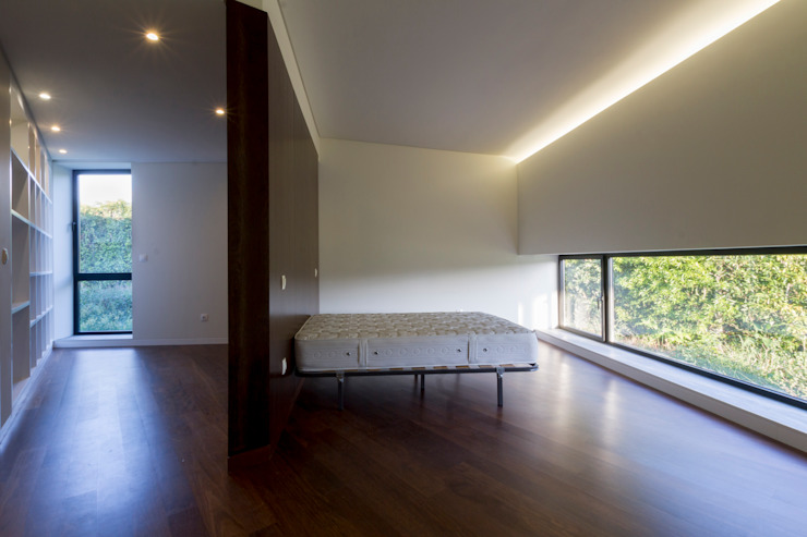 Minimalist bedroom by Monteiro, Resendes & Sousa Arquitectos lda. Minimalist