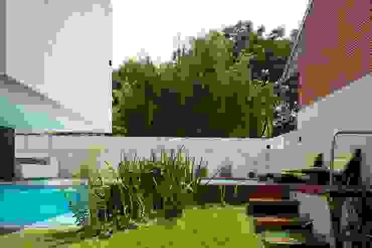 Modern style gardens by Remy Arquitectos Modern