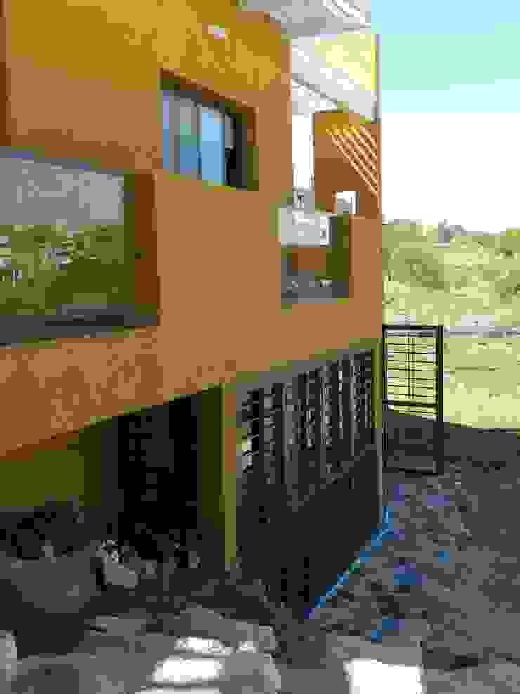 CASA DE CAMPO LOMAS DEL REY Garajes modernos de ART quitectura + diseño de Interiores. ARQ SCHIAVI VALERIA Moderno