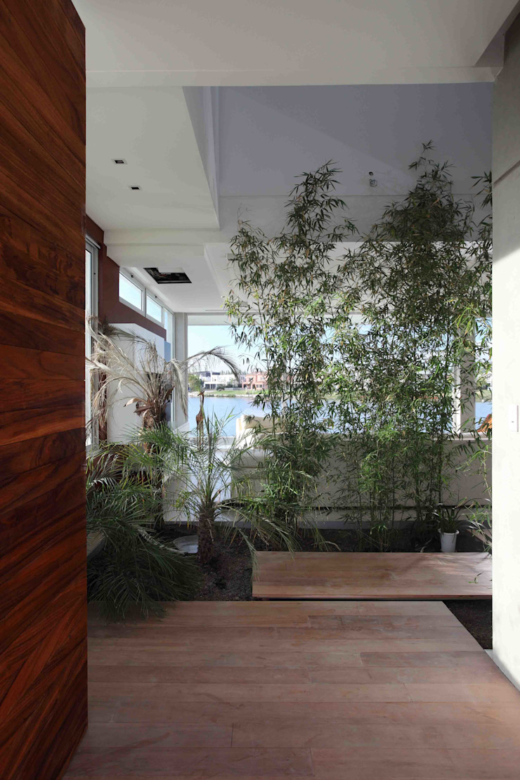 Modern Conservatory by Remy Arquitectos Modern