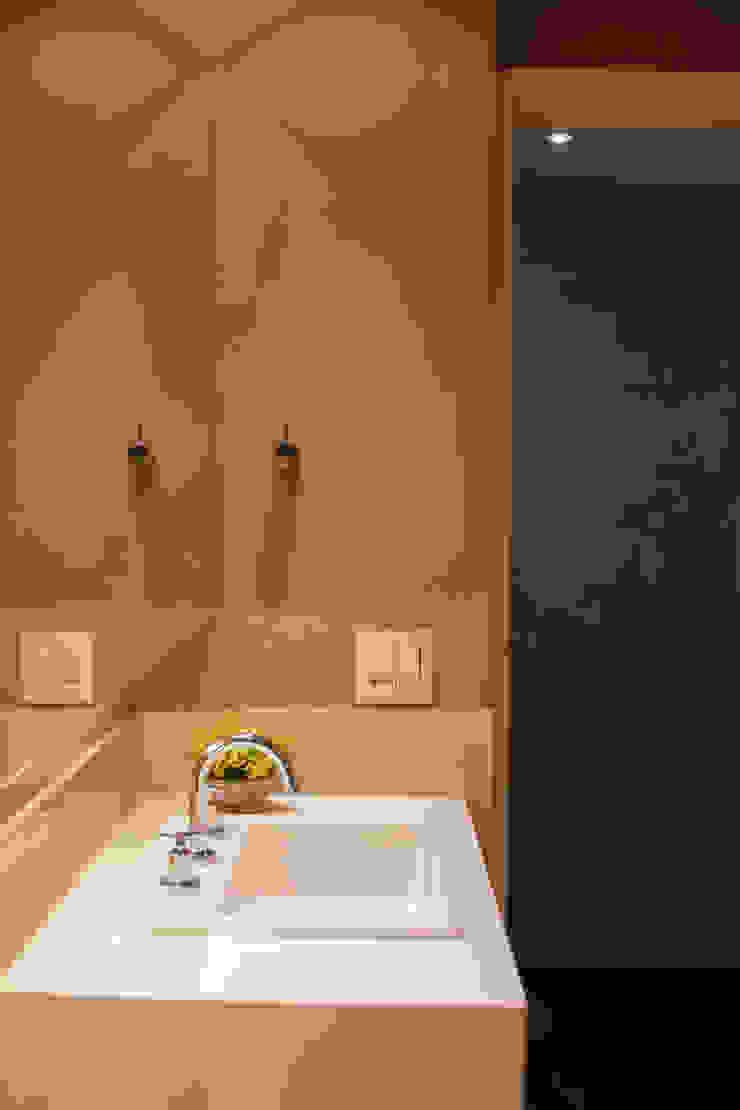 Apartamento FR Banheiros modernos por F studio arquitetura + design Moderno