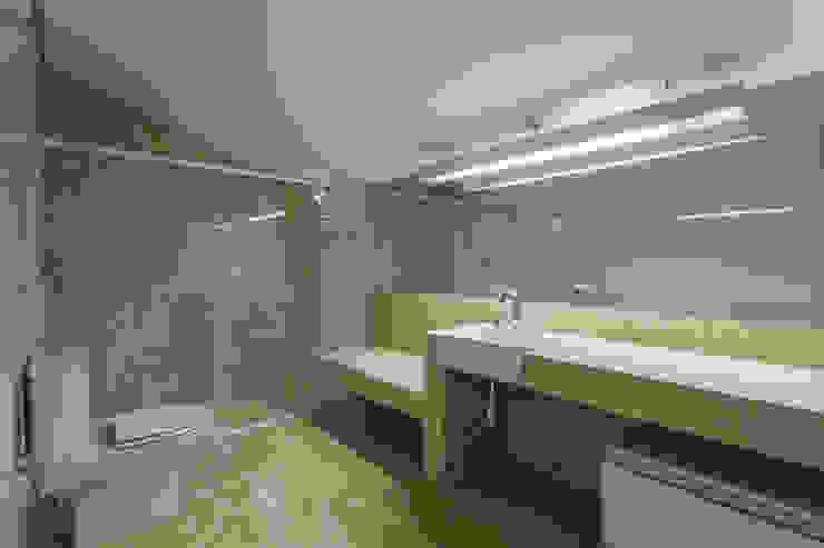 浴室 by Estela Netto Arquitetura e Design, 現代風