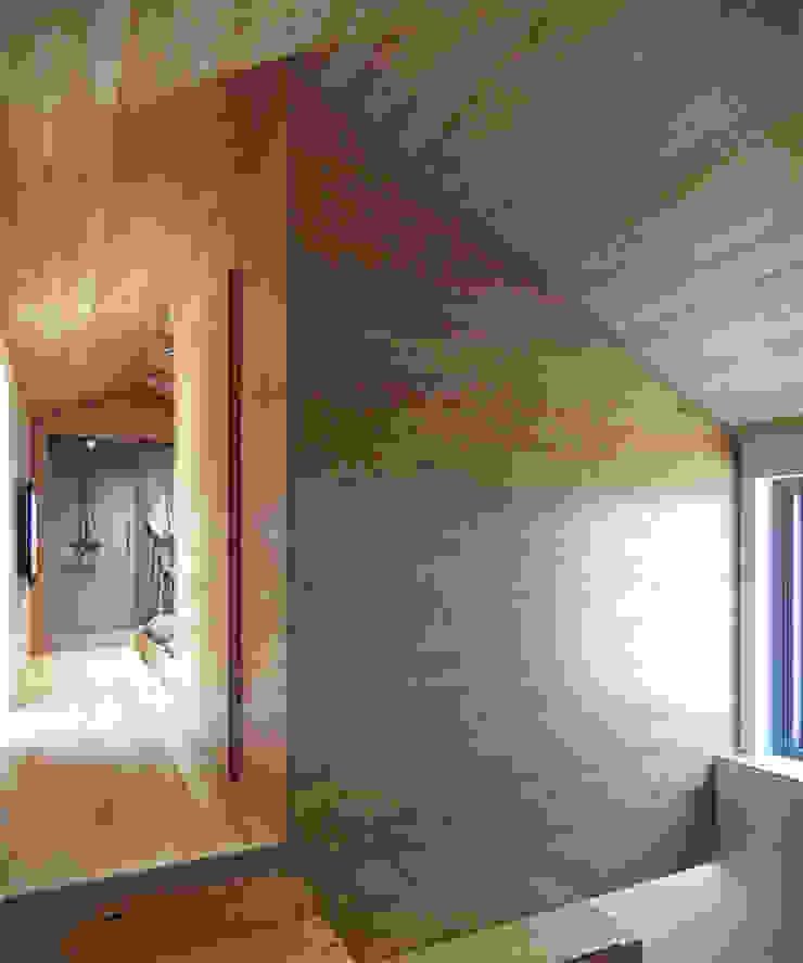 Residential house reconstruction with addition of a mansard floor Коридор, прихожая и лестница в стиле минимализм от Denis Svirid Минимализм