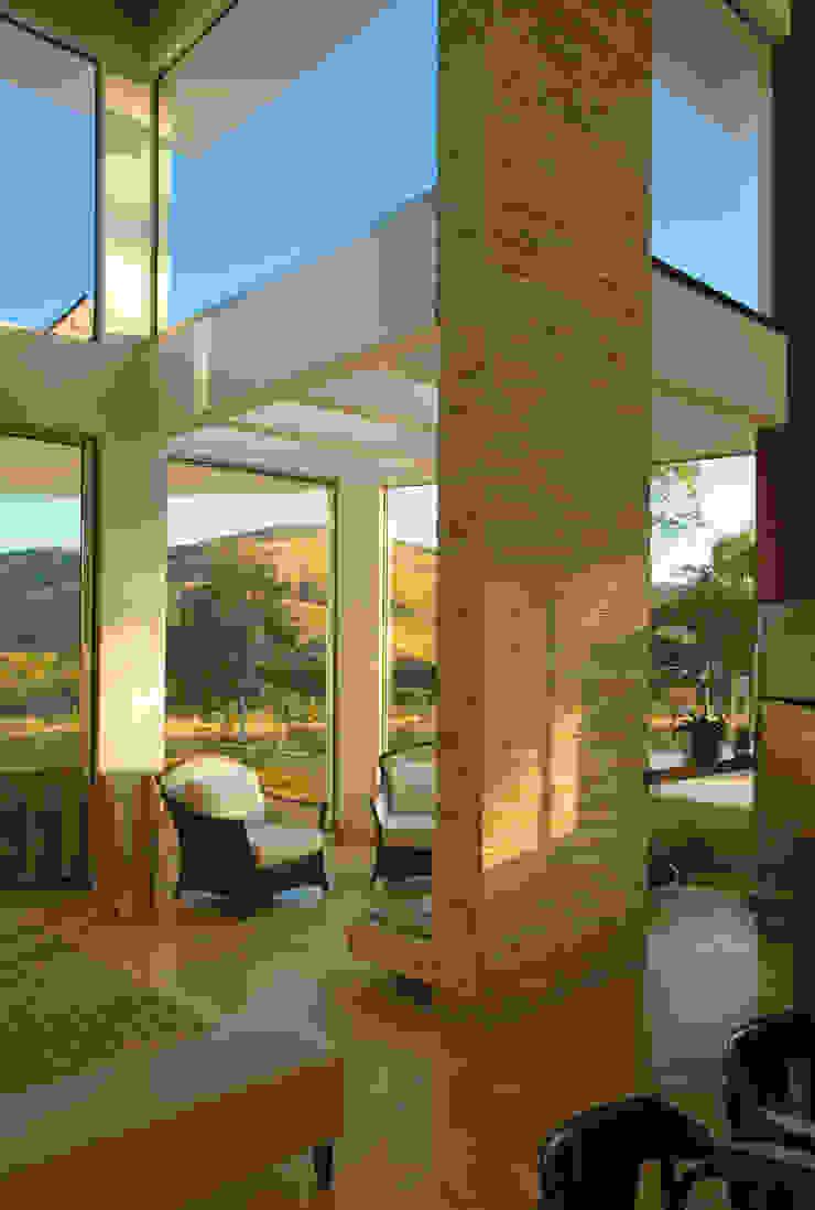 Modern windows & doors by Isabela Canaan Arquitetos e Associados Modern