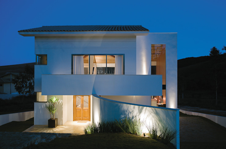 Moderne Häuser von Isabela Canaan Arquitetos e Associados Modern