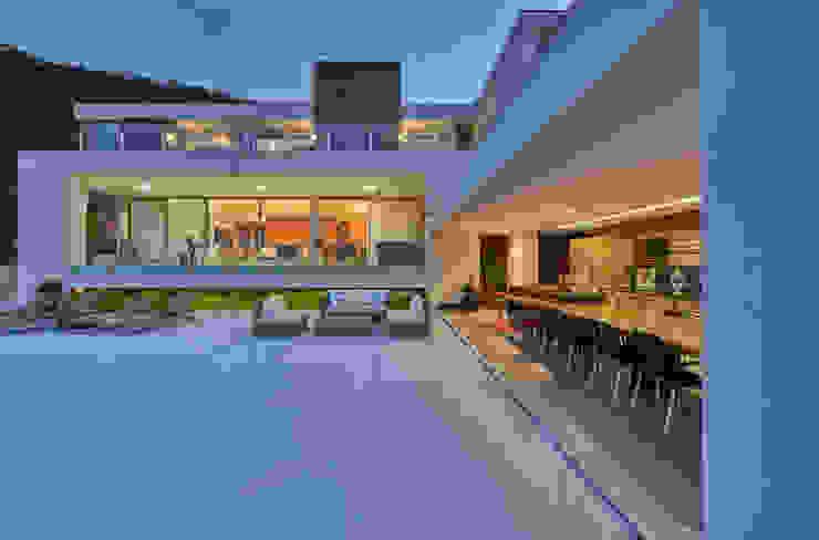 Modern Houses by Márcia Carvalhaes Arquitetura LTDA. Modern