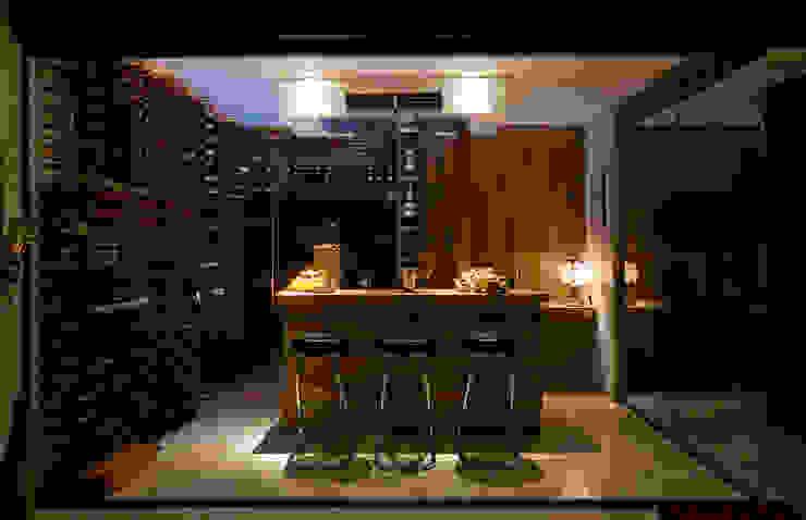 Modern wine cellar by Isabela Canaan Arquitetos e Associados Modern