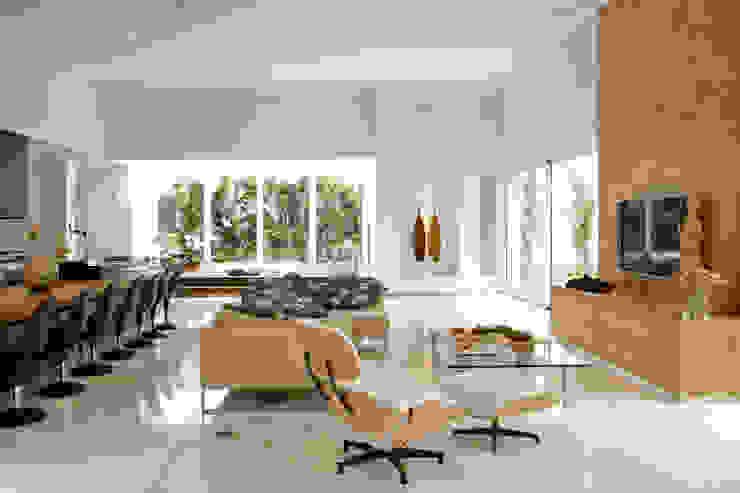 Casa Belvedere Salas de estar modernas por Márcia Carvalhaes Arquitetura LTDA. Moderno