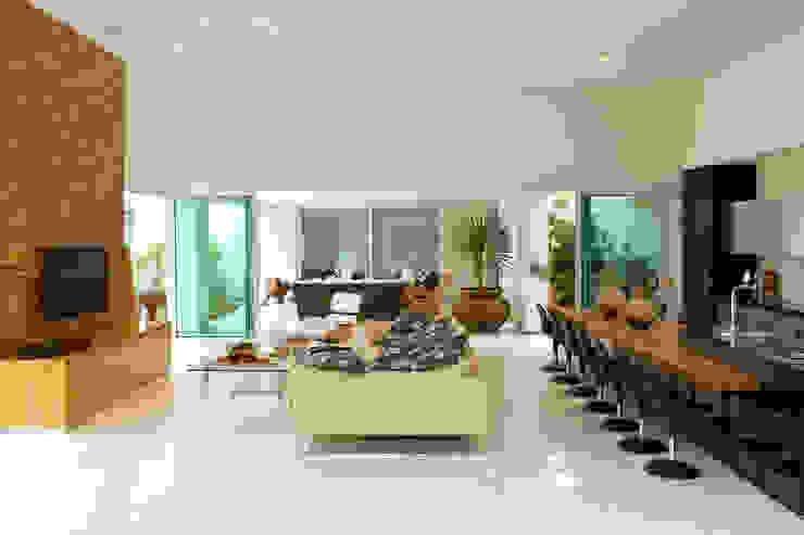 Salas de estar modernas por Márcia Carvalhaes Arquitetura LTDA. Moderno