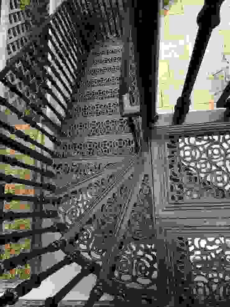 Regent's Park Terrace Aralia Classic style garden Metal Black