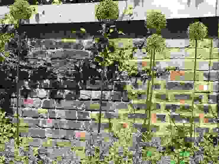 Regent's Park Terrace Aralia Classic style garden Bricks Grey