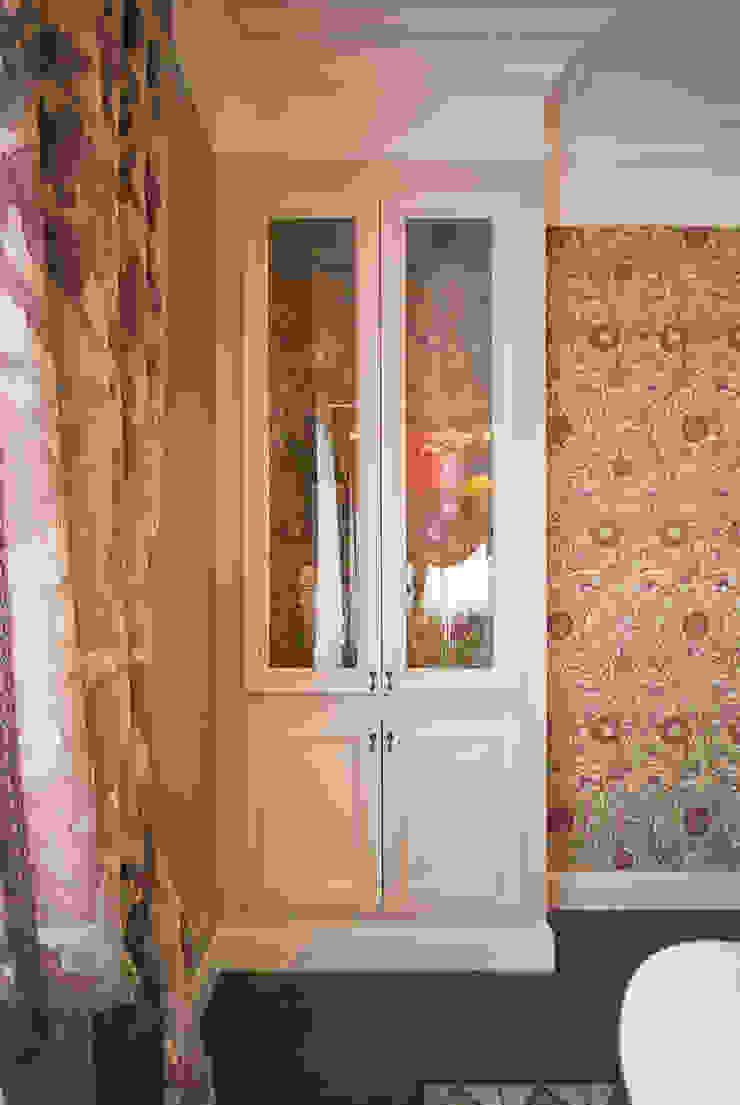 Встроенные в ниши витрины от PM studio Классический Изделия из древесины Прозрачный