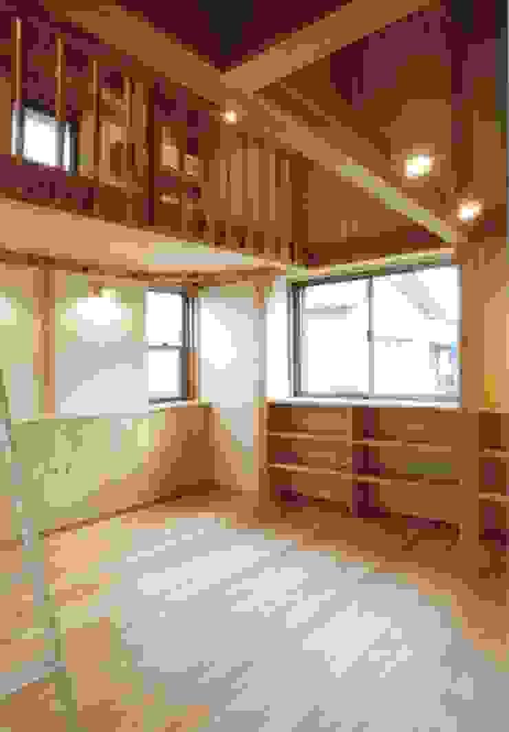 岸和田の家 モダンスタイルの寝室 の 株式会社 atelier waon モダン