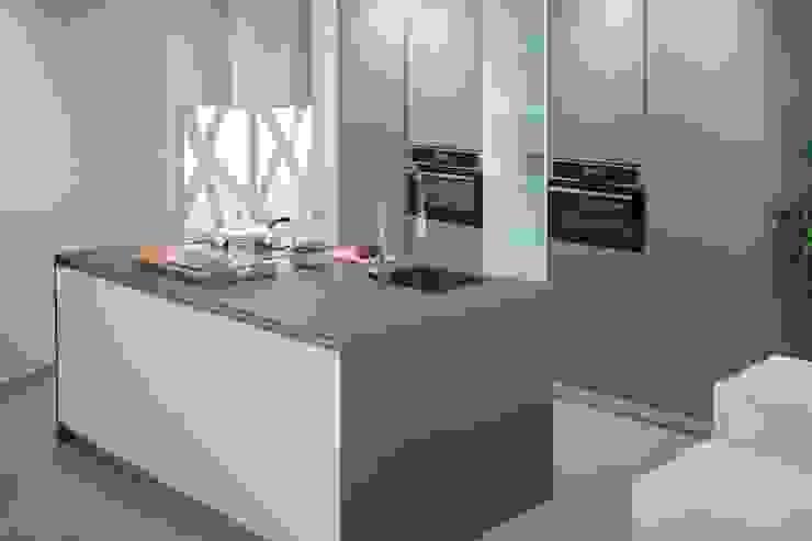 Modern kitchen by Renovekitchen Modern