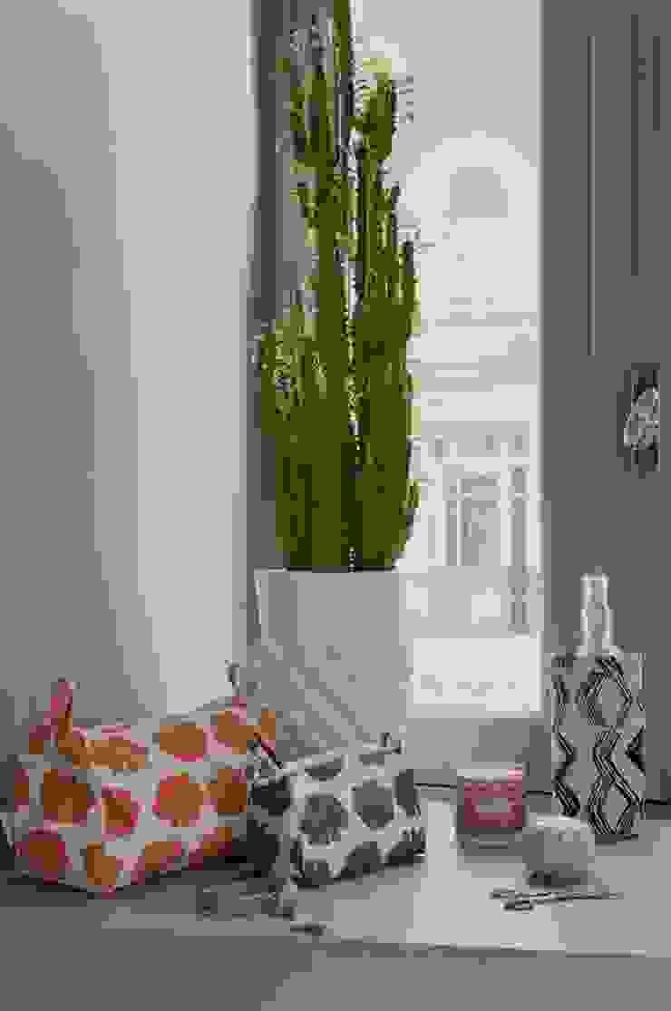 Manteles, lámparas y almohadones de PRYNT Moderno